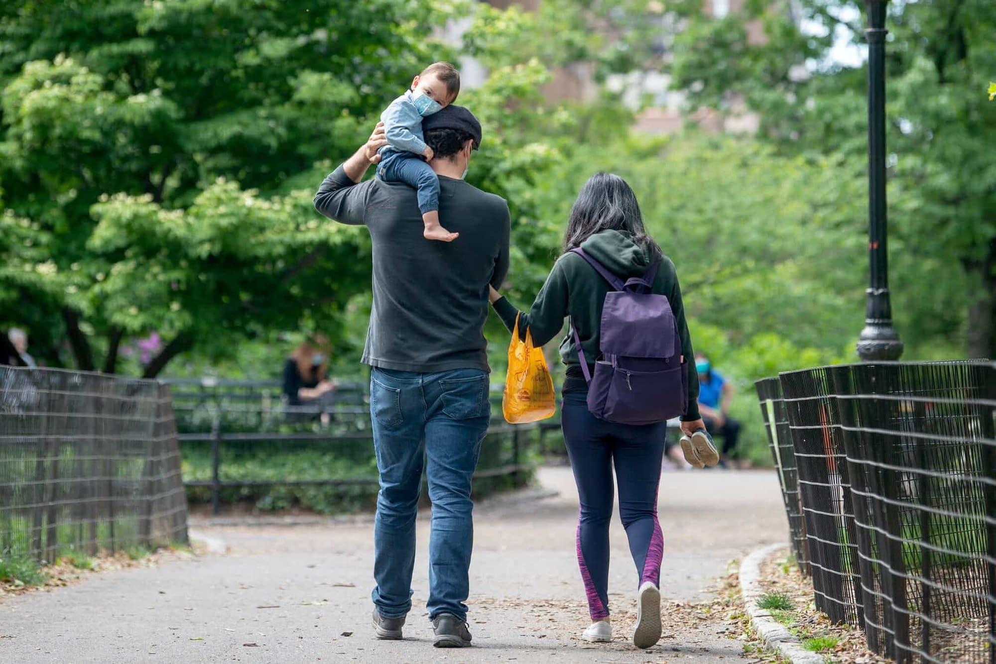 為什麼加拿大父親比美國父親更多地參與撫養孩子