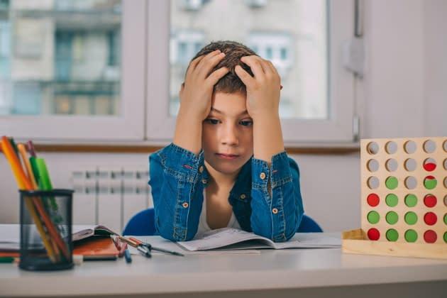 我認為我的孩子在閱讀方面很掙扎。我應該怎麼辦?