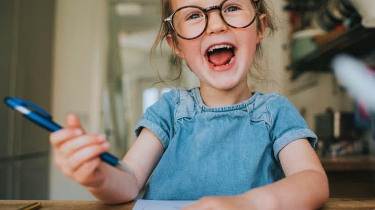 """這就是""""權威父母""""與其他人不同的原因——以及為什麼心理學家說這是最好的養育方式"""