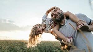 根據家庭治療師的說法,培養情商高的孩子的秘訣